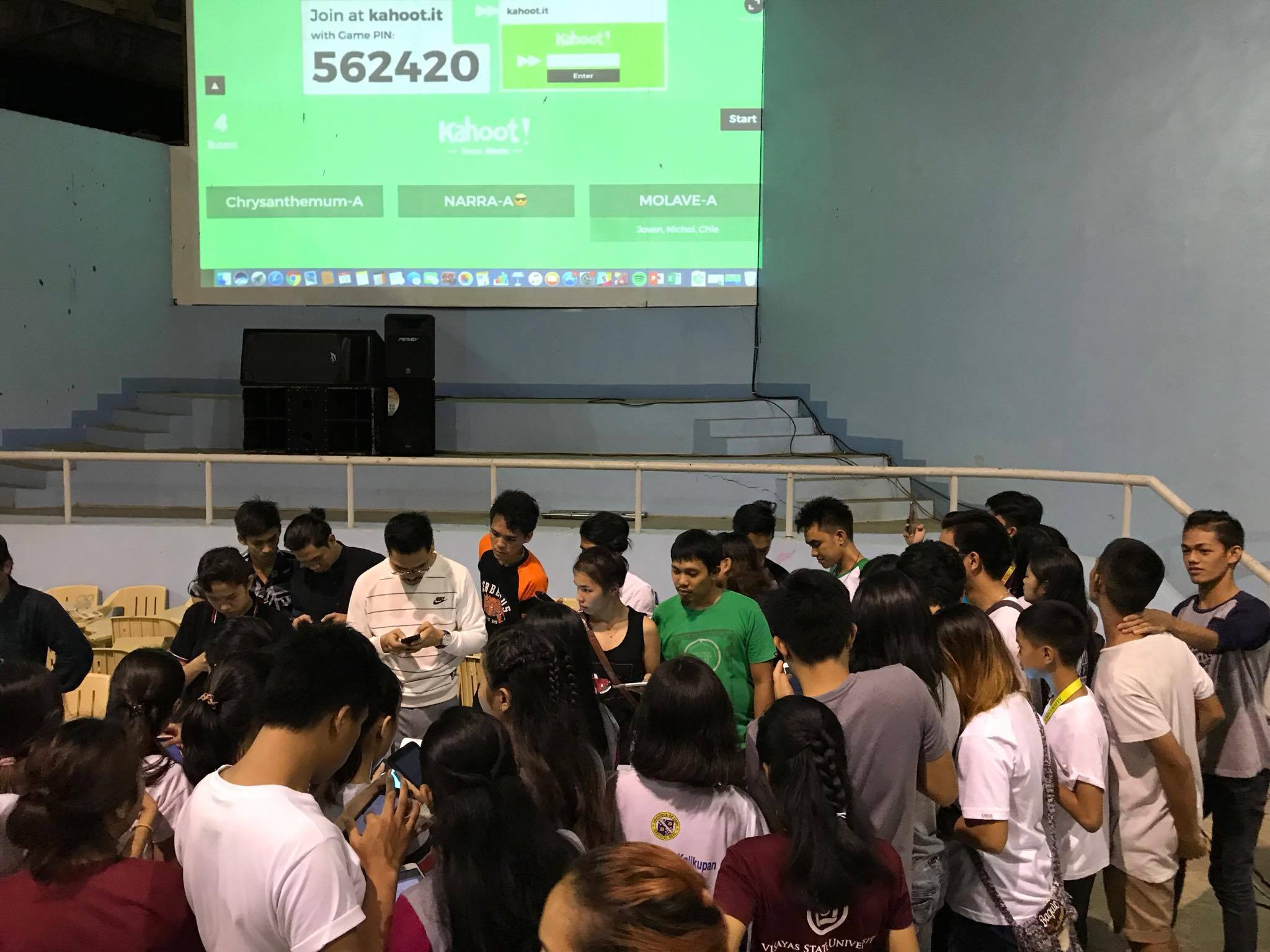 CAN'T CONNECT. Contestants of the 2017 UISB Quiz Show flock to the gym corner where the organizers try to connect to their mobile devices.