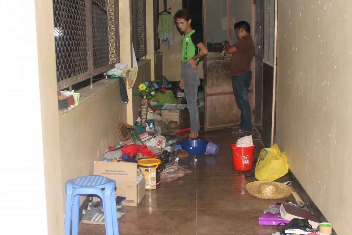 LIKE TRASH. Dormitory occupants round up their stuff after Prof. Loreto's men threw them out.